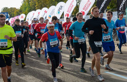 2016 09 25: IV de Marathon van Moskou Het begin van 42 2 km Stock Foto