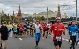 2016 09 25: IV de Marathon van Moskou 36-ste km-marathonafstand Stock Foto