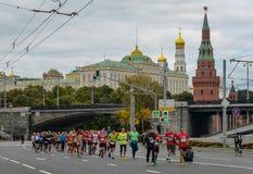 2016 09 25: IV de Marathon van Moskou 36-ste km-marathonafstand Stock Afbeeldingen