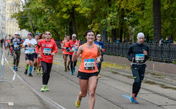 2016 09 25: IV de Marathon van Moskou 24-ste km van de marathonroute Stock Fotografie