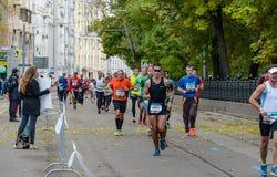 2016 09 25: IV de Marathon van Moskou 24-ste km van de marathonroute Stock Afbeelding