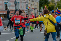 2016 09 25: IV de Marathon van Moskou 24-ste km van de marathonroute Royalty-vrije Stock Fotografie