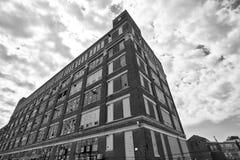IV llevado, roto y olvidado de la fábrica urbana abandonada - Fotos de archivo