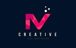 IV logotipo da letra de I V com baixo conceito cor-de-rosa poli roxo dos triângulos ilustração do vetor