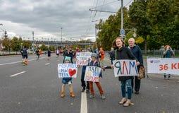 2016 09 25: IV maratón de Moscú 36.a distancia del maratón del kilómetro Imágenes de archivo libres de regalías