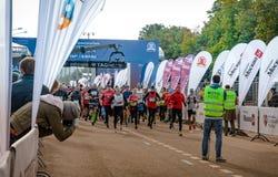2016 09 25: IV maratón de Moscú El comienzo de los 42 0,85 kilómetros Fotos de archivo libres de regalías