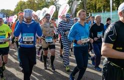 2016 09 25: IV maratón de Moscú El comienzo de los 42 0,85 kilómetros Imagen de archivo libre de regalías