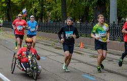 2016 09 25: IV maratón de Moscú 24to kilómetro de la ruta del maratón Imágenes de archivo libres de regalías