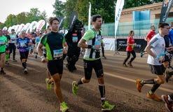 2016 09 25: IV maratona de Moscou O começo dos 42 0,85 quilômetros Imagem de Stock