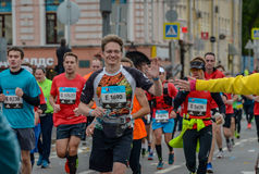 2016 09 25: IV maratona de Moscou 24o quilômetro da rota da maratona Fotografia de Stock