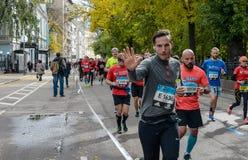 2016 09 25: IV maratona de Moscou 24o quilômetro da rota da maratona Imagens de Stock
