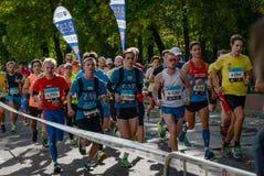 2016 09 25: IV maratona de Moscou 24o quilômetro da rota da maratona Imagem de Stock Royalty Free