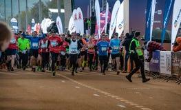 2016 09 25: IV maratona di Mosca L'inizio dei 42 0,85 chilometri Immagine Stock Libera da Diritti