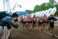 2016 09 25: IV maratona di Mosca L'inizio dell'elite domestica che esegue 42 0,85 chilometri Fotografia Stock Libera da Diritti