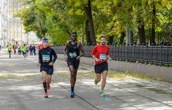 2016 09 25: IV maratona di Mosca ventiquattresimo chilometro dell'itinerario maratona Immagini Stock Libere da Diritti