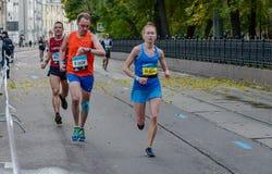 2016 09 25: IV maratona di Mosca ventiquattresimo chilometro dell'itinerario maratona Immagine Stock