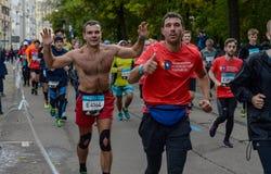 2016 09 25: IV maratona di Mosca ventiquattresimo chilometro dell'itinerario maratona Immagini Stock