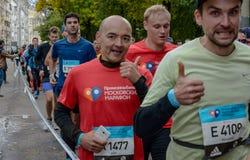 2016 09 25: IV maratona di Mosca ventiquattresimo chilometro dell'itinerario maratona Immagine Stock Libera da Diritti