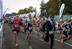 2016 09 25: IV Moskau-Marathon Der Anfang der 42 0,85 Kilometer Stockfotografie