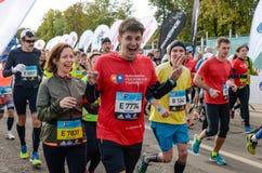 2016 09 25: IV Moskau-Marathon Der Anfang der 42 0,85 Kilometer Stockbilder