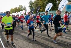 2016 09 25: IV Moskau-Marathon Der Anfang der 42 0,85 Kilometer Stockbild
