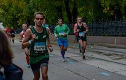 2016 09 25: IV Moskau-Marathon 24. Kilometer des Marathonweges Lizenzfreies Stockfoto