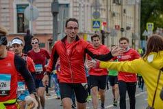 2016 09 25: IV Moskau-Marathon 24. Kilometer des Marathonweges Stockbilder