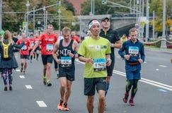 2016 09 25: IV Moskau-Marathon 36. Kilometer-Marathonabstand Stockfotografie