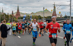 2016 09 25: IV Moskau-Marathon 36. Kilometer-Marathonabstand Stockfoto