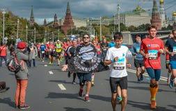 2016 09 25: IV Moskau-Marathon 36. Kilometer-Marathonabstand Lizenzfreies Stockbild