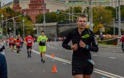 2016 09 25: IV Moskau-Marathon 36. Kilometer-Marathonabstand Lizenzfreie Stockfotos