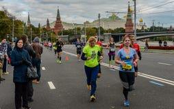 2016 09 25: IV Moskau-Marathon 36. Kilometer-Marathonabstand Lizenzfreie Stockfotografie
