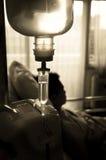 IV oplossing in het ziekenhuis royalty-vrije stock fotografie