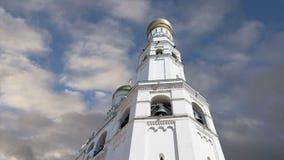 Ivan grande Bell contre le ciel Moscou Kremlin, Russie Site de patrimoine mondial de l'UNESCO banque de vidéos