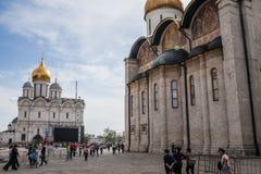 Ivan a grande torre de Bell e a catedral de Dormition imagem de stock royalty free