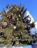 Ivan il grande complesso del campanile con l'albero di Natale del nuovo anno Quadrato della cattedrale, dentro del Cremlino di Mo Fotografia Stock