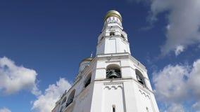 Ivan la gran Bell contra el cielo Moscú Kremlin, Rusia Sitio del patrimonio mundial de la UNESCO almacen de metraje de vídeo