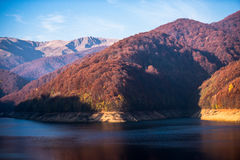 Ivan Lake na montanha Carpathian fotografia de stock royalty free