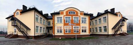 Ivano-Frankivsk, Ucrania - 22 de diciembre de 2017: Nuevo buildin moderno Imagen de archivo libre de regalías