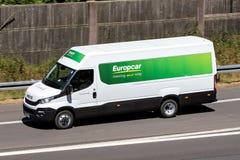 Iveco dagstidning av Europcar på motorwayen arkivfoton