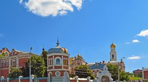 Iversky妇女翼果的` s修道院在夏日 免版税库存照片