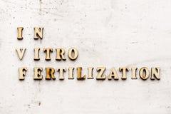 IVF & x28; In Vitro Fertilization& x29; akronim & x28; abbreviation& x29; na lekkim tle fotografia stock