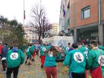Ivrea Italien Mars 03 2019 Den traditionella karnevalet med apelsiner slåss arkivfoton