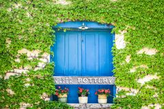Free Ivy Growing On Cedar Creek Pottery Building Stock Images - 162896284