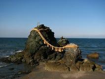 iwa被婚姻的meoto岩石 库存照片