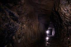 Iwa kopalni tunel, ręka vs Maszynowy głębienie obraz stock