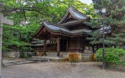 Iwakura Inari relikskrin med utrustning i en typisk grön Himeji för landskap nästan slott Himeji Hyogo, Japan, Asien royaltyfria foton