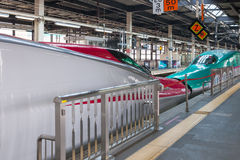 Iwate Japan - April 27,2014: För Shinkansen för serie E5 och E6 drev kula Royaltyfria Foton