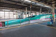 Iwate Japonia, Kwiecień, - 27,2014: E5 serii Shinkansen pociska pociągi Zdjęcie Royalty Free