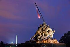Iwo Jima Memorial (Marine Corps War Memorial) på natten, Washington, DC, USA Royaltyfri Bild